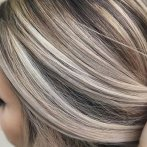 Blond haar highlights