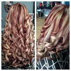 Blond haar met rode highlights